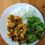 Curry z ananasem, ciecierzycą i fasolką