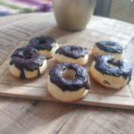 Pieczone donuty z kremem budyniowym